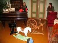 """Lapsed muuseumis """"vanad asjad toas, kiikhobu, mänguasjad"""" (3.r)"""