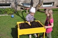 Taimede istutamine kastidesse... 2.r, 3.r, 6.r, 9.r, 10.r, 12.r mai-juuni.2012 (vt elu-olu ja projektid)