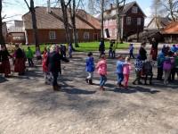 Rahvusvaheline tantsupäev- Ühistantsimine Kreutzwaldi Memoriaalmuuseumi õues 29.04.2016